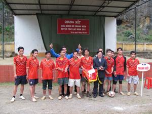 Đội tuyển xã Thanh Hối (Tân Lạc) đoạt giải nhất giải bóng đá thanh niên huyện năm 2011.